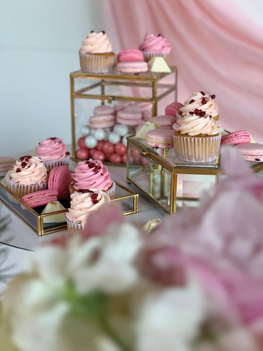 Cupcakes, macarons, bombones artesanales, mesa dulce
