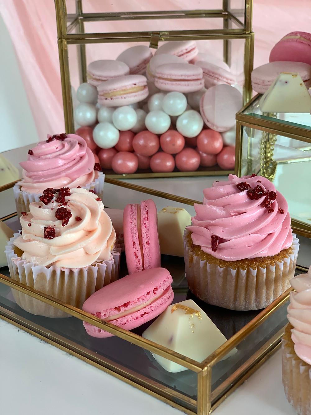 cupcakes, macarons, bombonees