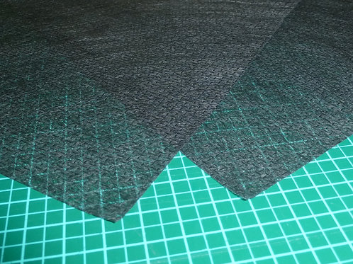 Stickvlies zum schneiden schwarz von Madeira 50 Stück Zuschnitte 20x20 cm