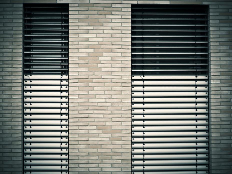 window-1232371_1920.jpg