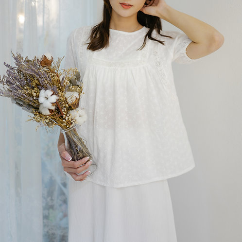 T1908 [2色] Piccola Broderie Anglaise Top
