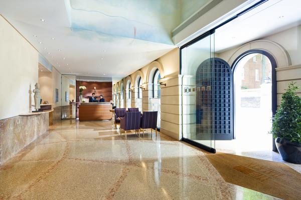 Halkin Hotel Lobby