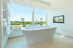 COMO Suite Bathroom