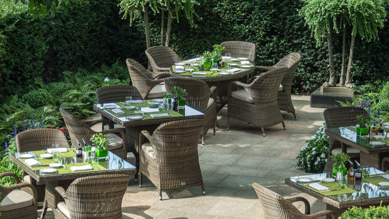 Four-Season-Luxury-Hotel-London-garden-terrace.jpg