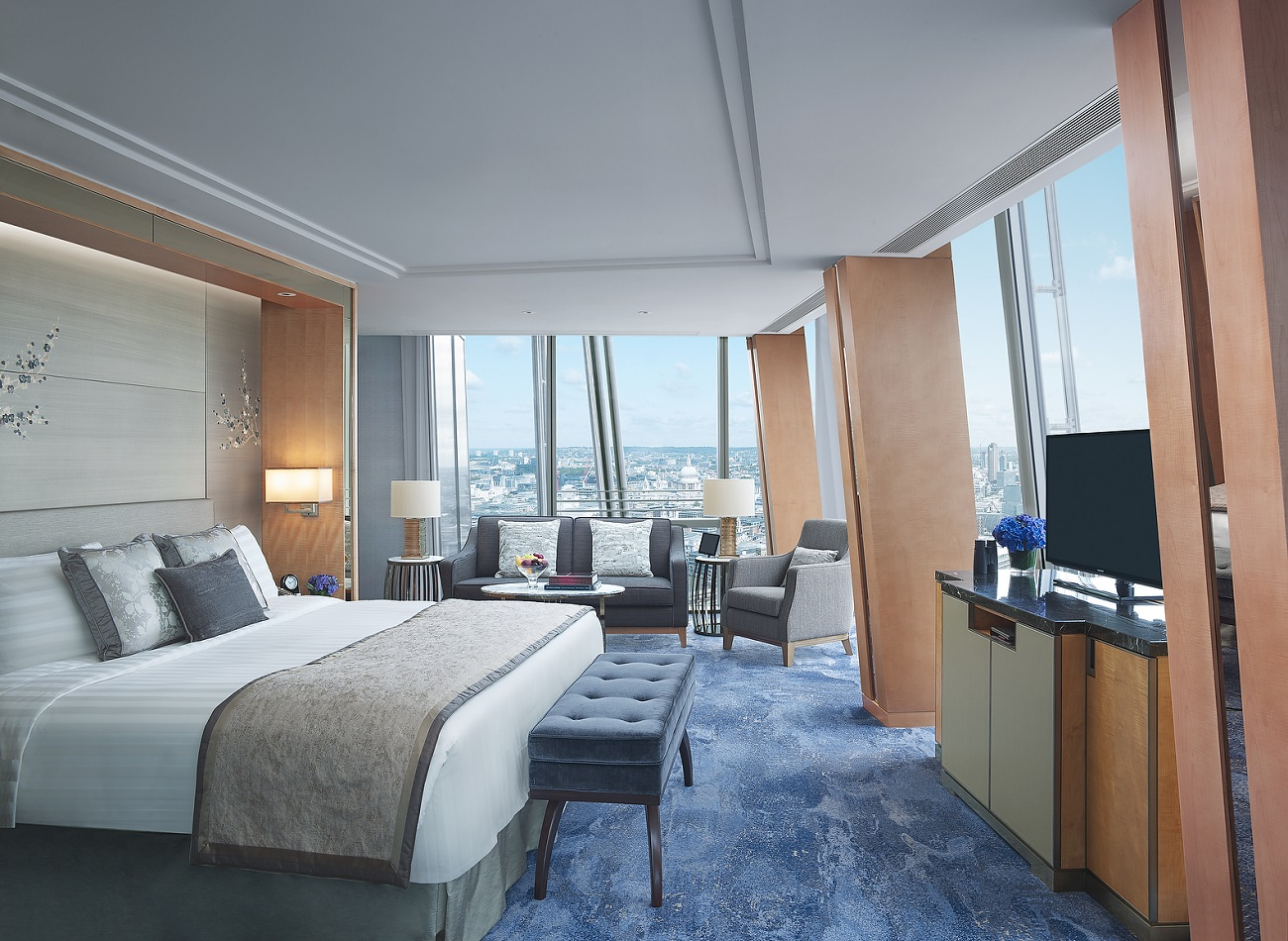 Iconic City View Room (day) - St Paul's view - Shangri-La Hotel, At The Shard, London