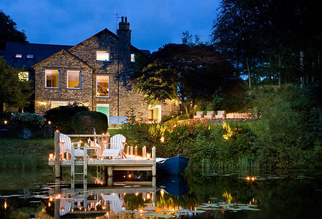 Overlooking Lake Windermere, the elegant Gilpin Hotel & Lake House boasts lakeland views, rooms with private hot tubs, a luxury spa and Michelin-star restaurant.