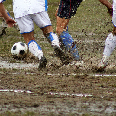 Futebol enlameado