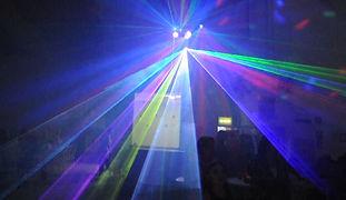 Iluminação na pista da balada em Buffet Vila Feliz