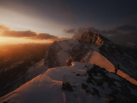 A Winter Sunrise at Ha Ling Peak