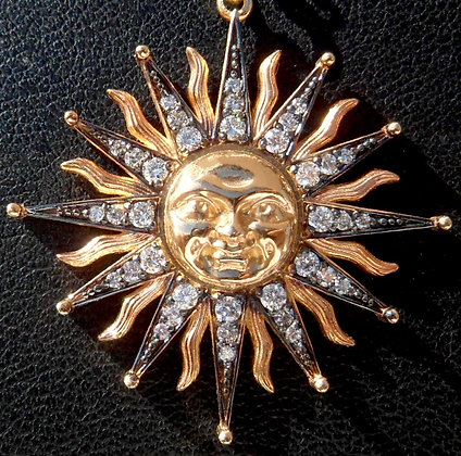 VINTAGE FRENCH ' SUN KING ' THE 60s CHARM PENDANT
