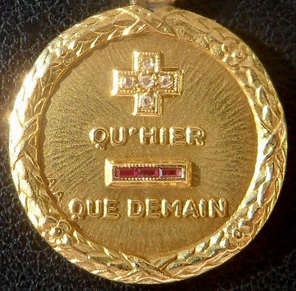 VINTAGE FRENCH '+ QU'HIER - QUE DEMAIN ' THE 40S PENDANT, SIGNED AUGIS