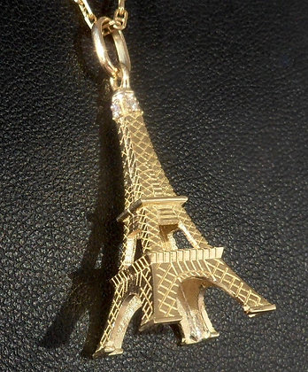 VINTAGE FRENCH ' THE EIFFEL TOWER  ' THE 80'S CHARM PENDANT