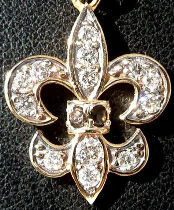 VINTAGE  'FRENCH LYS ' THE 60'S CHARM PENDANT