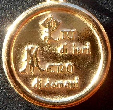 VINTAGE ITALIA 'PUI DI EIRI MELO DI DOMA ' THE 50'S CHARM PENDANT.