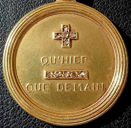 EXCEPTIONAL '+ QU'HIER - QUE DEMAIN ' THE 10'S CHARM PENDANT SIGNED A.AUGIS