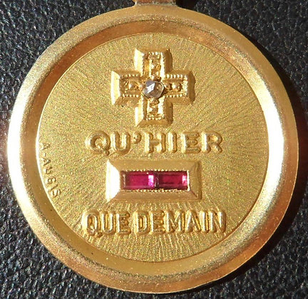 VINTAGE FRENCH '+ QU'HIER - QUE DEMAIN ' THE 50S CHARM PENDANT, SIGNED A