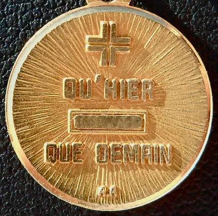 VINTAGE '+ QU'HIER - QUE DEMAIN ' THE 40'S CHARM PENDANT SIGNED A.AUGIS