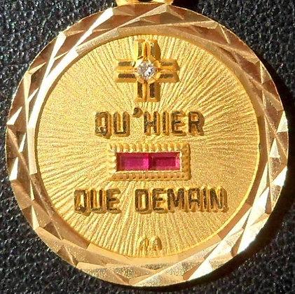 VINTAGE FRENCH '+ QU'HIER - QUE DEMAIN ' THE 90S CHARM PENDANT, SIGNE AUGIS