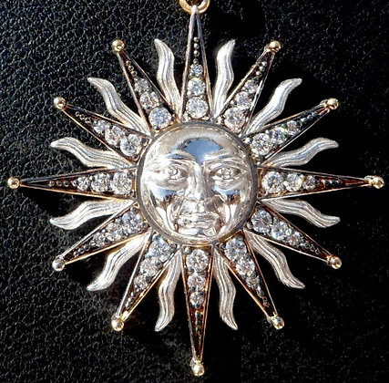 VINTAGE FRENCH ' MOON QUEEN ' THE 60s CHARM PENDANT