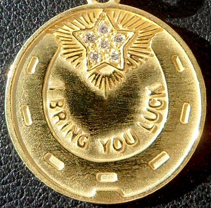 VINTAGE ' I BRING YOU LUCK ' THE 70S CHARM PENDANT