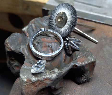 BESPOKE-JEWELLERY-CHRIS SIMPSON DESIGNS -HAND-MADE-JEWELLERY-DORSET-ENGAGEMENT-RINGS-SOUTH-WEST-DORSET​