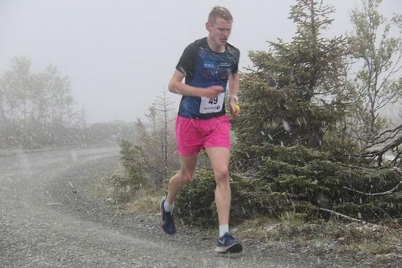 Alexander Kirkeberg nr. 2 opp Forbordsfjellet i snøvær!