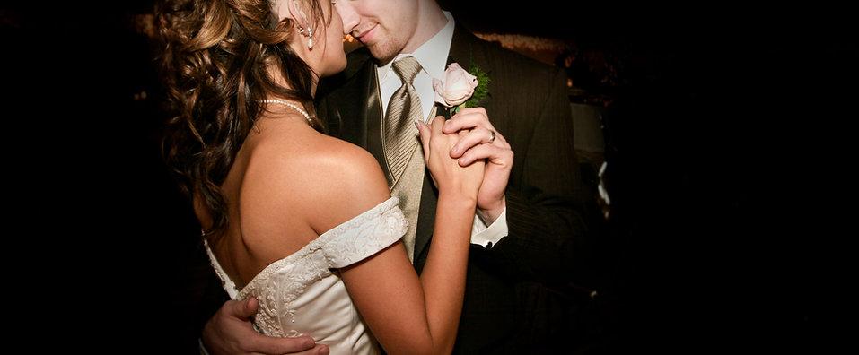 Couple Dancing Casado