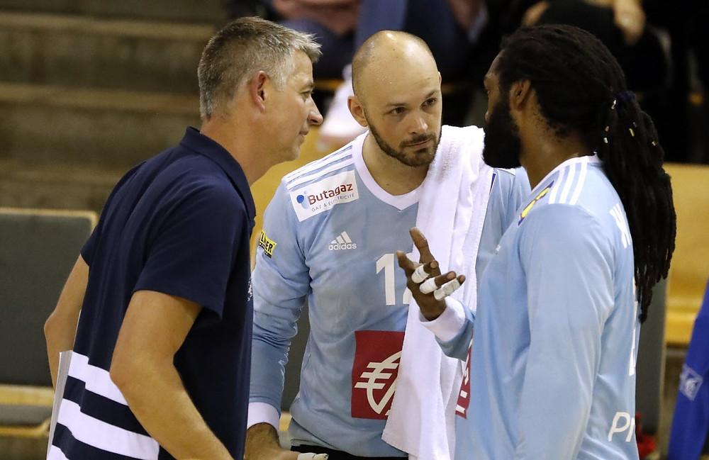 Jean-Luc Kieffer (à gauche avec Vincent Gérard et Wesley Pardin) s'épanouit toujours plus dans son rôle d'entraîneur des gardiens de l'équipe de France. Photo FFHB /Stéphane PILLAUD