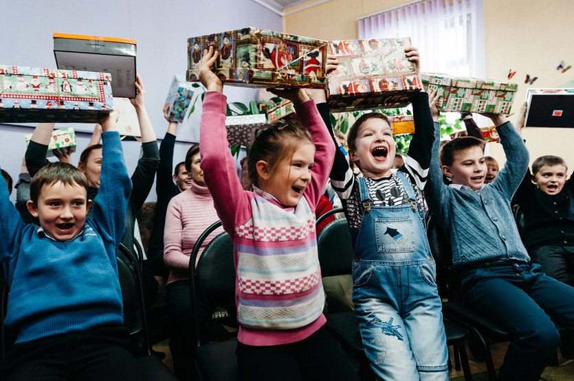 Kids rejoicing after receiving christmas gifts by Samaritan's Purse Germany at a children's home in Belarus. Photo: David Vogt.