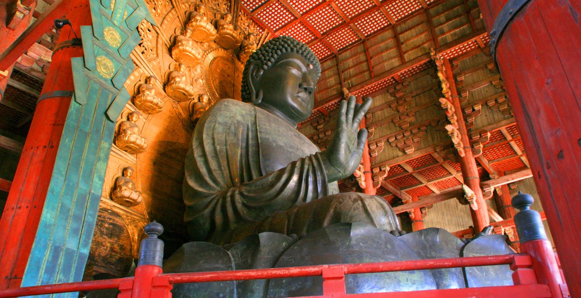 A huge Buddha statue in Yakushi-ji templ
