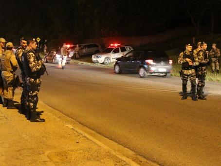 """PM deflagra """"Operação Adsumus"""" e coloca mais de 70 policiais nas ruas de Imbituba"""