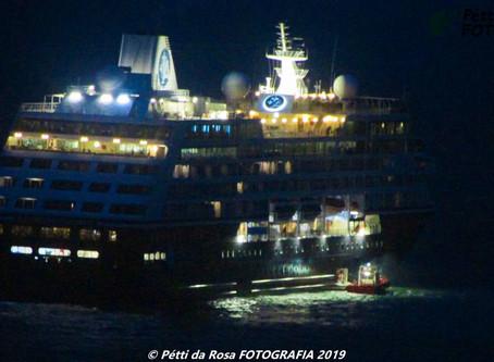 Passageira de navio transatlântico é resgatada pela equipe do Samu no Porto de Imbituba.