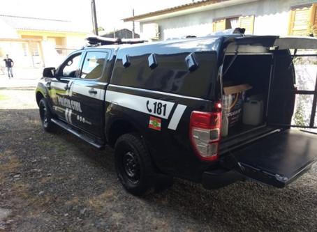 Polícia Civil fecha fábrica clandestina de álcool em gel, em Criciúma