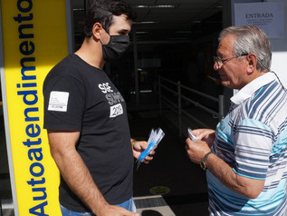 ACIM realiza distribuição de máscaras no centro da cidade