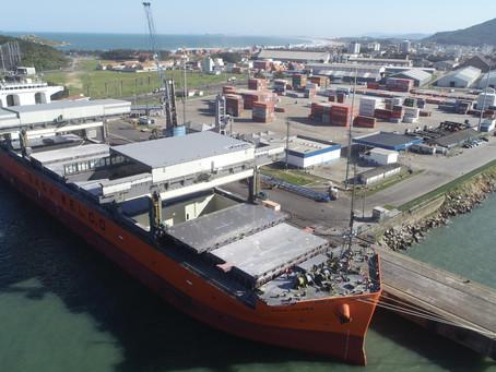 Porto de Imbituba bate recorde histórico de movimentação anual