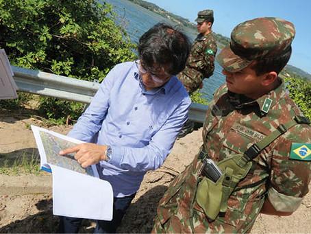 Ponte interditada em Imbituba é vistoriada por equipe do Exército