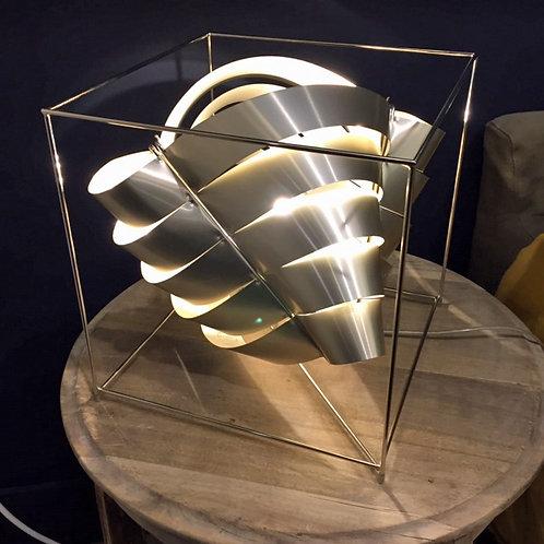 Lampe en lames de métal col saumon