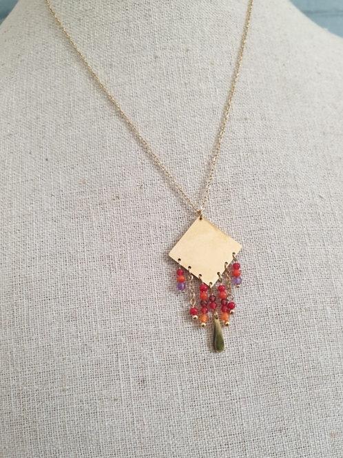 Collier en acier doré et pendentif rouge