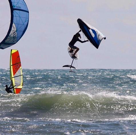 wingsurfing kauai hawaii wingsurfer