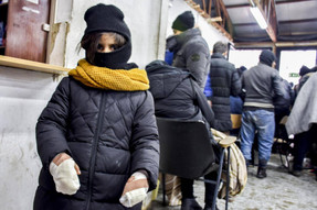 Child refugees in Serbia risk freezing to death as temperatures plummet to -16C