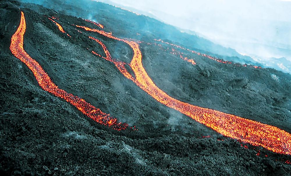 So wird der Westhang während der Eruptionen der Vukane Búcaro, El Charco und Jedey ausgesehen haben.