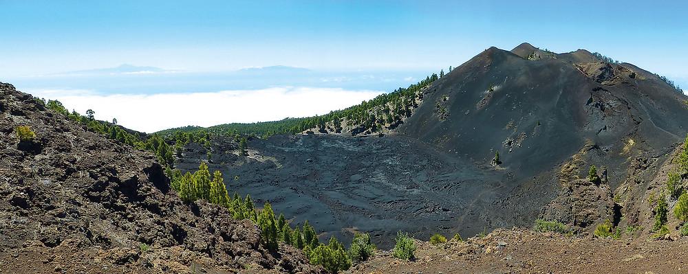 Der erstarrte Lavasee am Fuße des Vulkans Duraznero auf der Cumbre Vieja.
