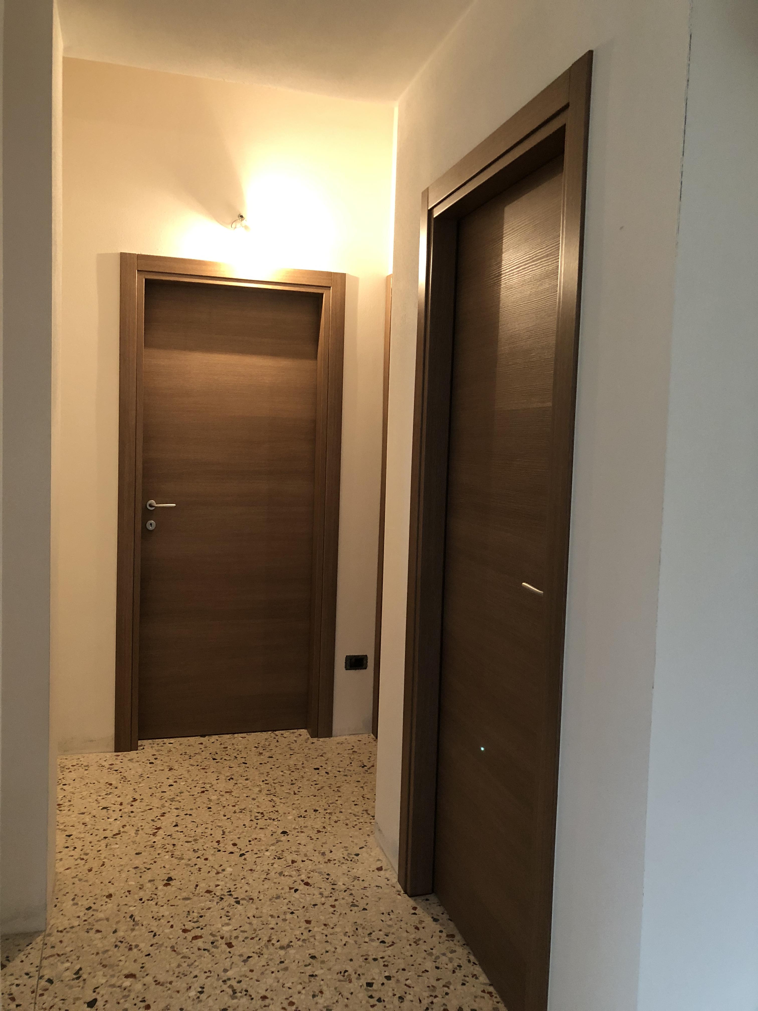 Porte interne in legno listellare,