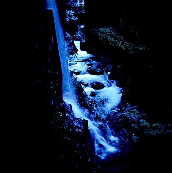 8月18日例会 大和田武司 峡谷の滝.JPG