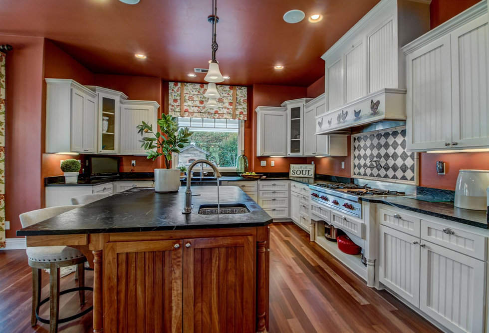 19 Kitchen.jpg