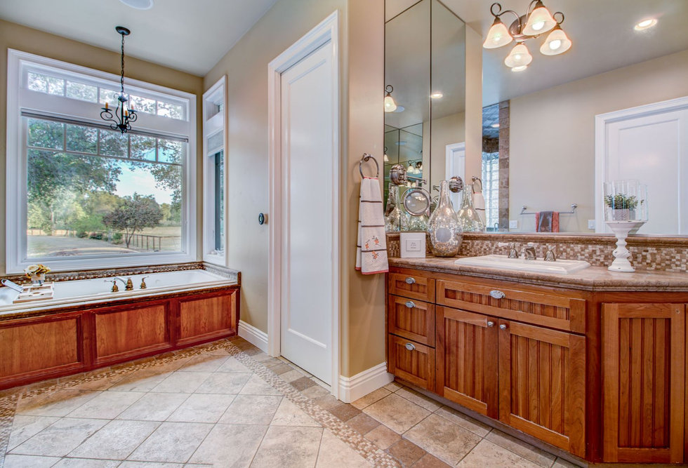 41 Master Bathroom.jpg