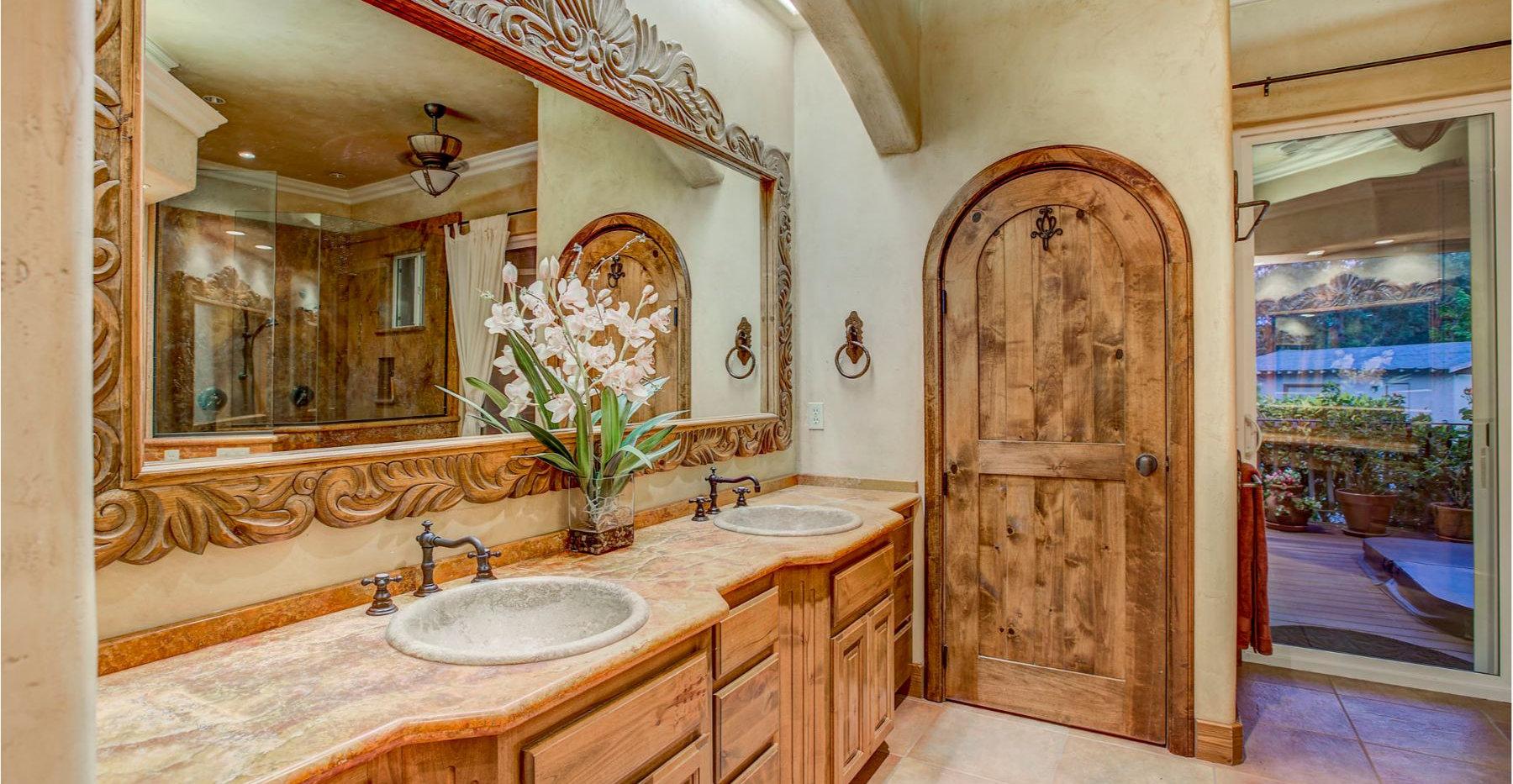 32 Master Bath.jpg
