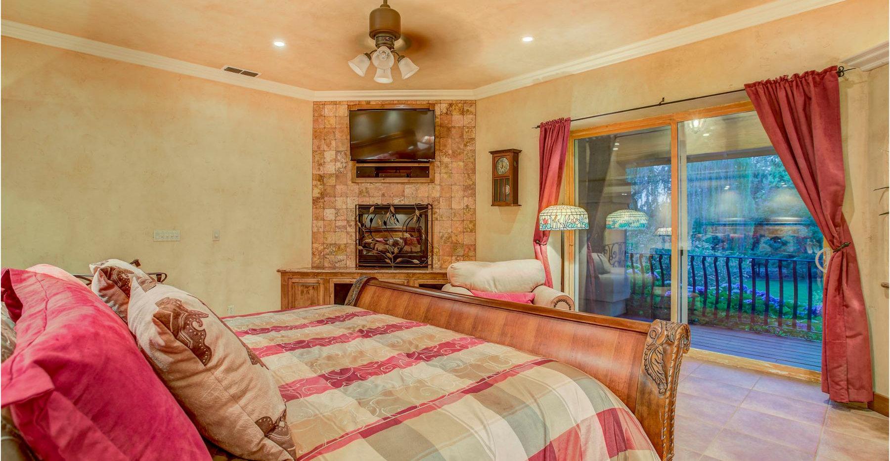 30 Master Bed.jpg