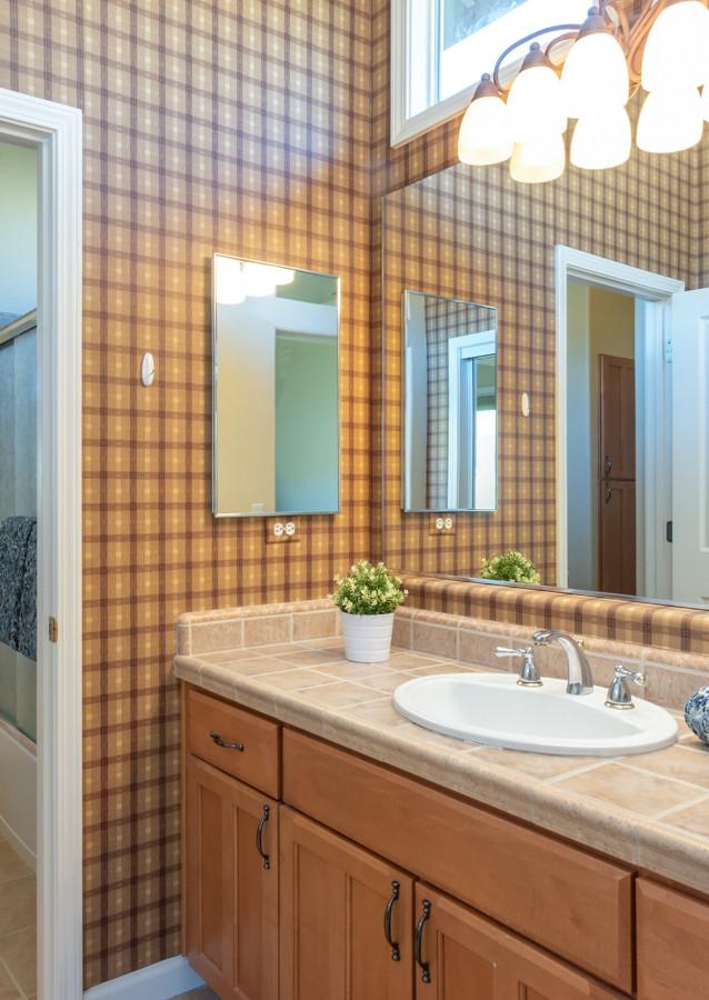 131 Gage ct-Bathroom 5.jpg