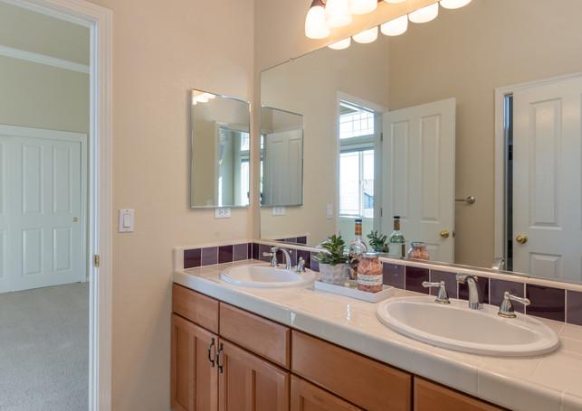 131 Gage ct-Bathroom 4.jpg